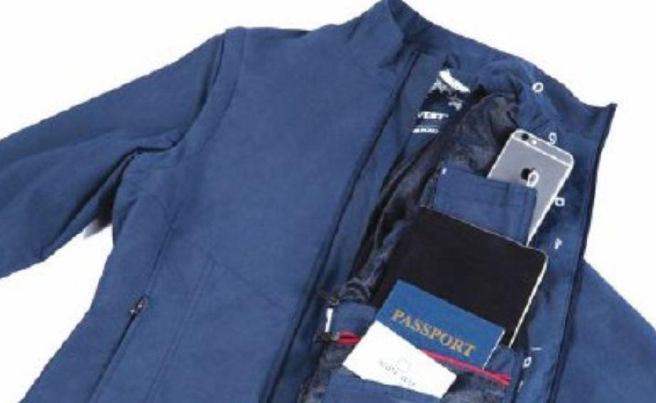 MUDAH simpan barang kecil dalam jaket untuk dibawa ke dalam pesawat.