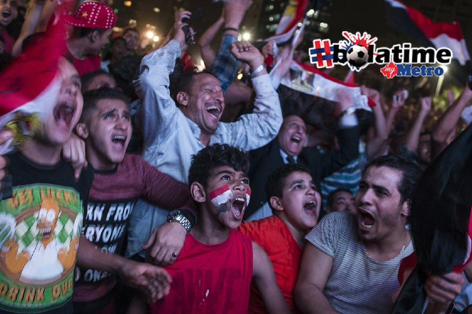 RIAK kegembiraan penyokong Mesir selepas pasukan mereka layak ke pusingan akhir Piala Dunia buat kali pertama dalam tempoh 28 tahun. -Foto EPA