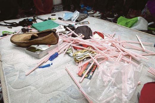 PELBAGAI barang penagihan dadah dijumpai dalam rumah didiami suspek.