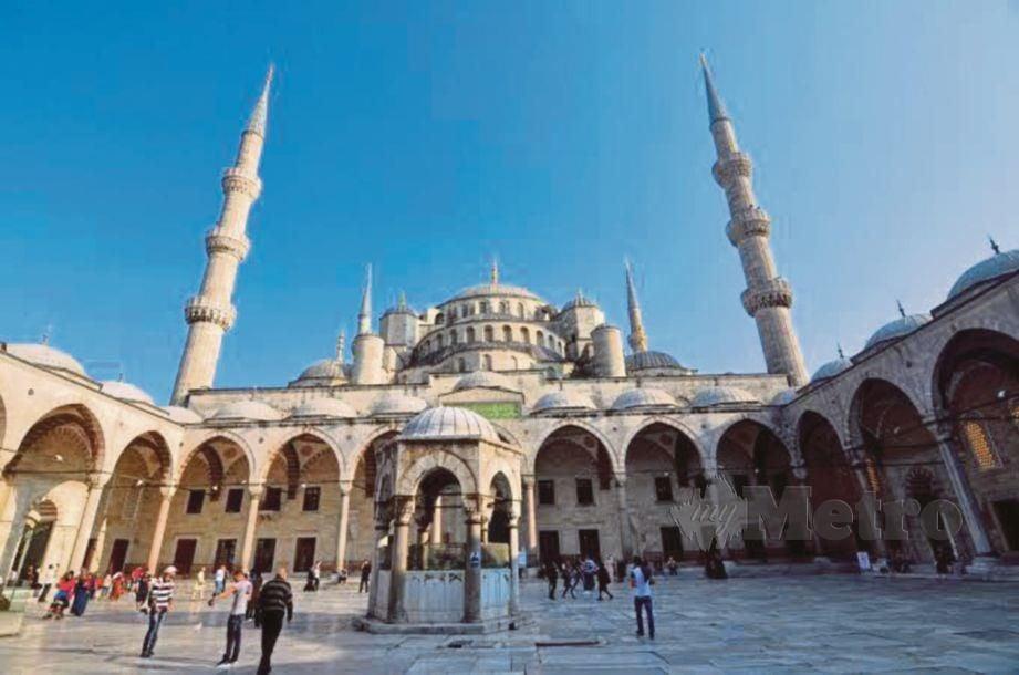 MASJID Sultan Ahmet di Istanbul, Turki.