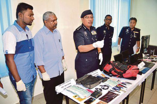 SHAFIEN (tengah) menunjukkan barangan yang dirampas daripada Geng Jeeva Rimba Jaya dan Geng Ahmad pada sidang media di IPD Shah Alam.