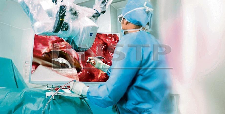 PEMBEDAHAN kurang invasif dengan teknologi KINEVO 900 membantu pakar bedah meningkatkan kecekapan dan mengurangkan masa pembedahan.