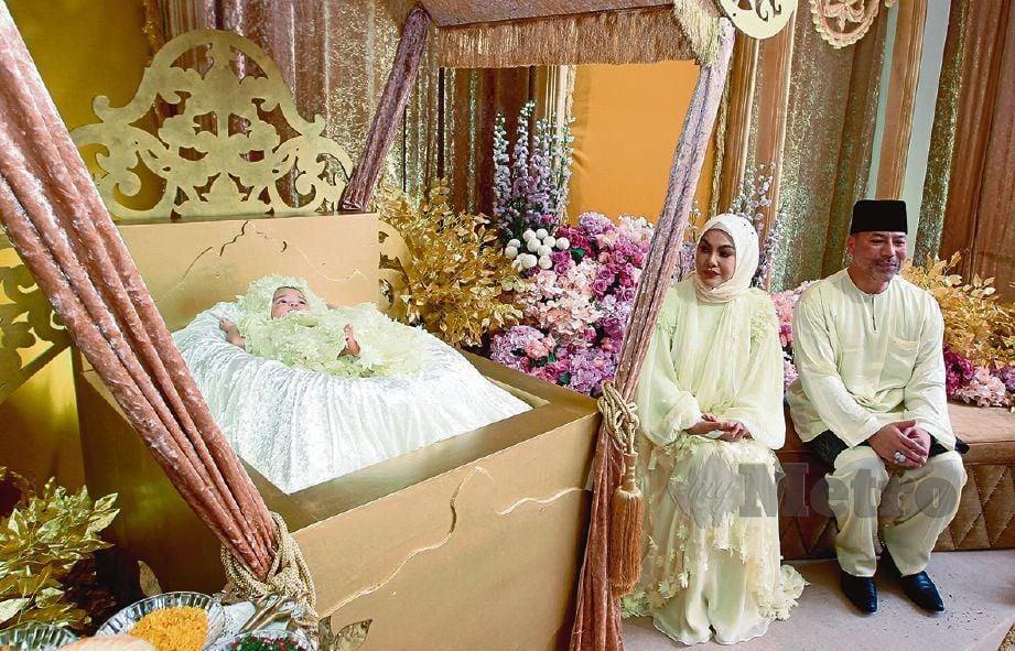 KEHADIRAN Aisyah melengkapi kehidupan Umie dan suami tercinta. FOTO SAIFULLIZAN TAMADI