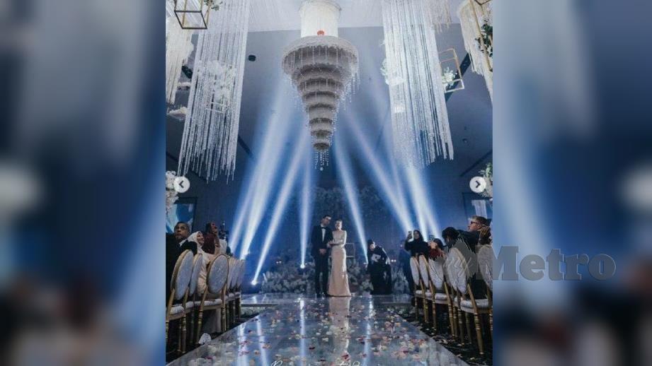 KEK perkahwinan Zahirah dan Aiman yang berbentuk chandelier. FOTO Instagram