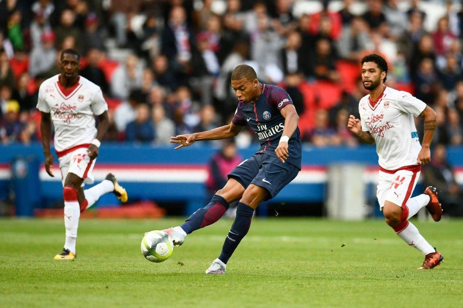 MBAPPE (tengah) turut menjaringkan gol untuk PSG pada minit ke-58. FOTO/ AFP