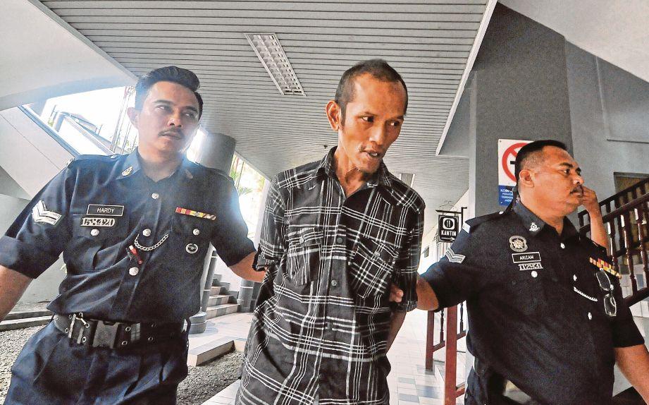 OTHMAN dibawa keluar dari mahkamah, semalam.