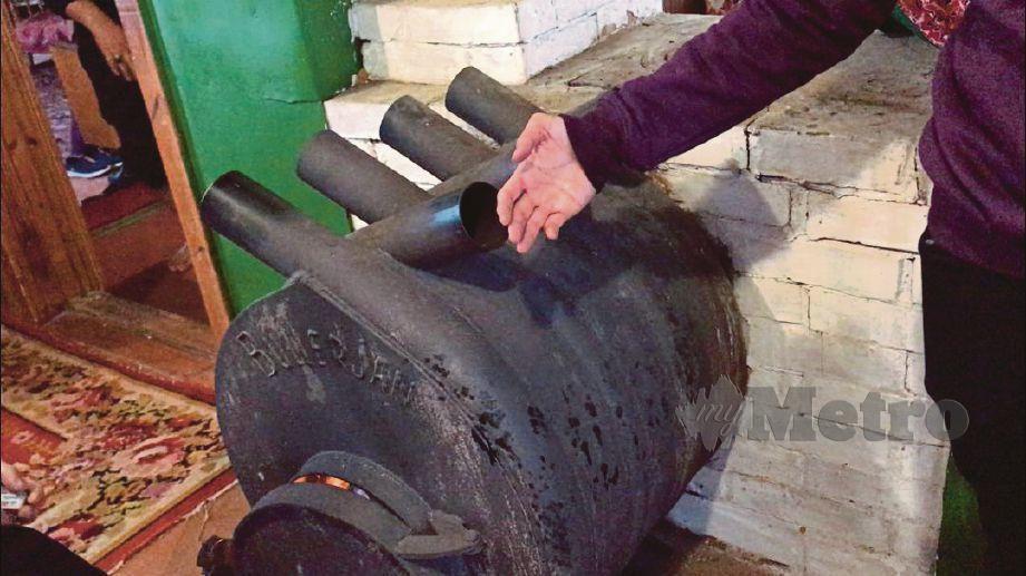 ALAT pemanas tradisional yang masih digunakan di sebuah masjid lama di Belarus.