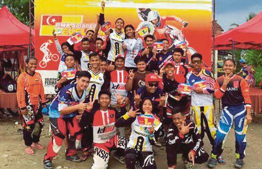 PASUKAN BMX Terengganu ceria muncul juara Kejohanan BMX Selangor.