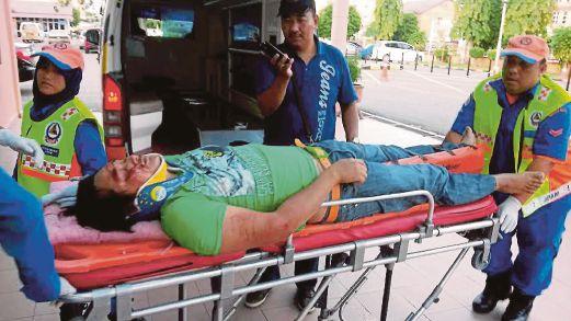 Mohd Zuhdi parah selepas terbabit dalam kemalangan di Kilometer 98 Jalan Kuala Terengganu-Kuantan dekat Tebing Tembah Paka dikejarkan ke Hospital Dungun.