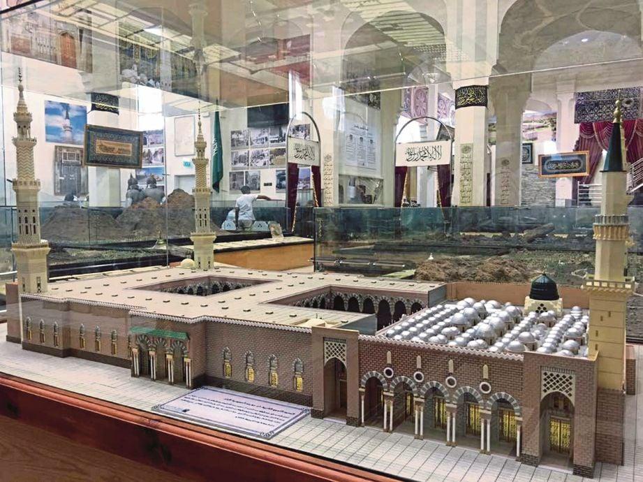 MODEL Masjdi Nabawi yang terdapat di Muzium Dar Al-Madinah.