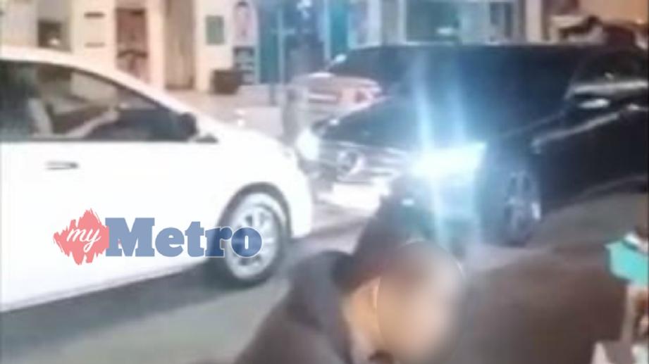 RAKAMAN video berhubung tindakan seorang lelaki yang memandu melawan arus di PJU5/10, Petaling Jaya, malam tadi. FOTO Tular