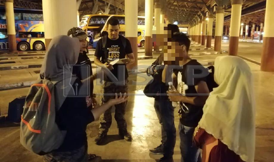 ANTARA warga asing yang ditahan dalam operasi bersepadu Jabatan Imigresen Malaysia (JIM) Kedah di sekitar Alor Setar malam tadi. FOTO Ihsan JIM