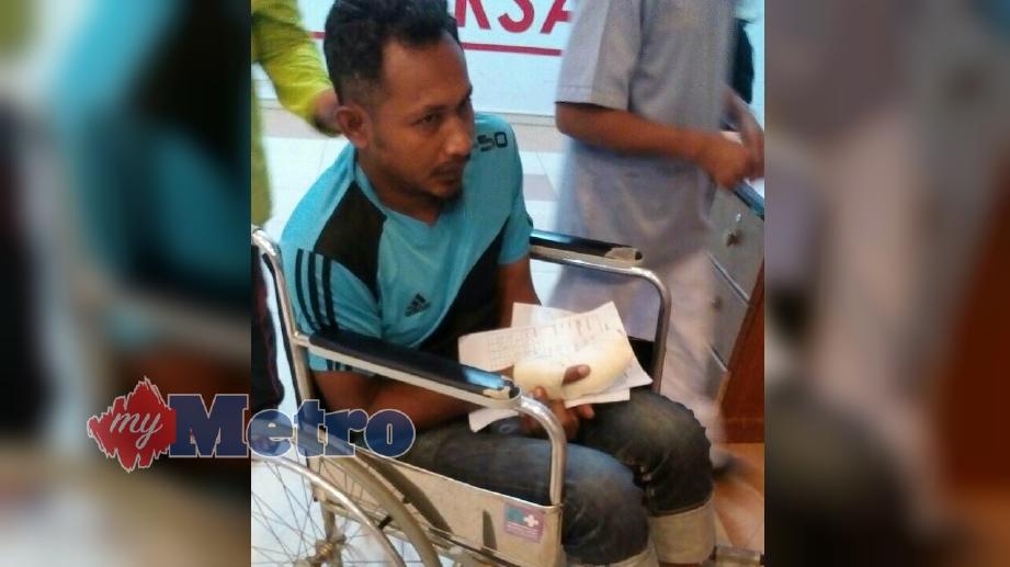 MOHD Fauzi Dillah, 39, dari Kampung Gong Dato, Mengabang Telipot putus dua jari akibat tersepit pada kabel mesin penarik bot. FOTO Ahmad Rabiul Zulkifli