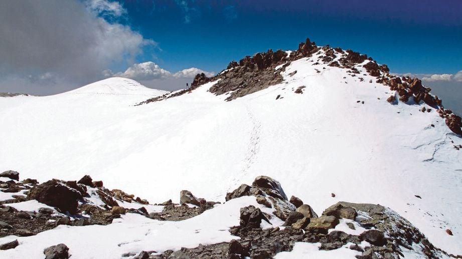 KAWASAN salji tebal di Gunung Damavand.