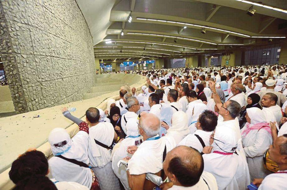 Lebih dua juta umat Islam termasuk jemaah haji Malaysia melaksanakan ibadat melontar.