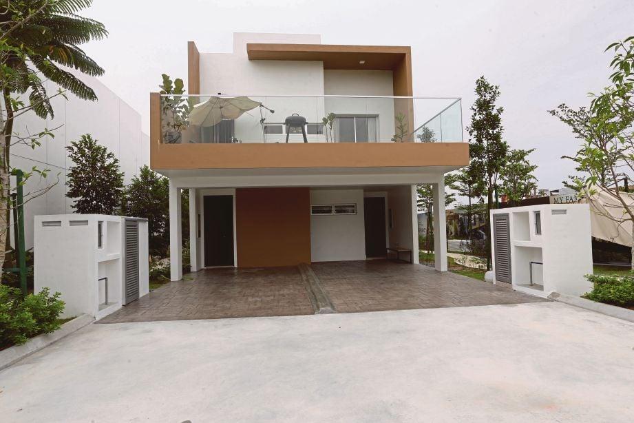 ANTARA rumah contoh yang ditawarkan di Bellevue Garden Homes.