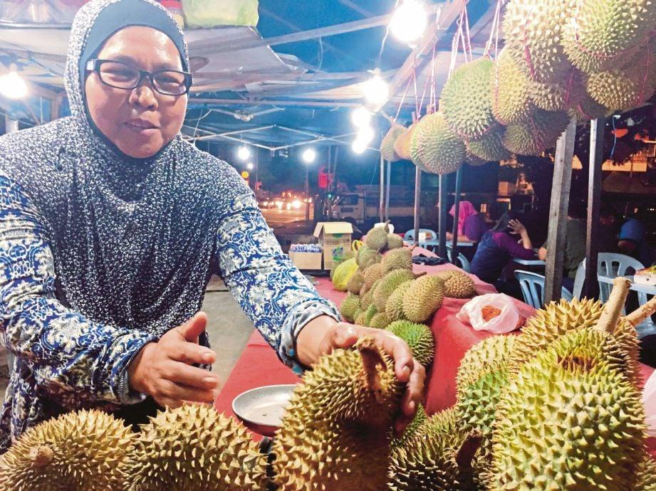 Sebahagian durian yang dijual di gerai milik Aswali.