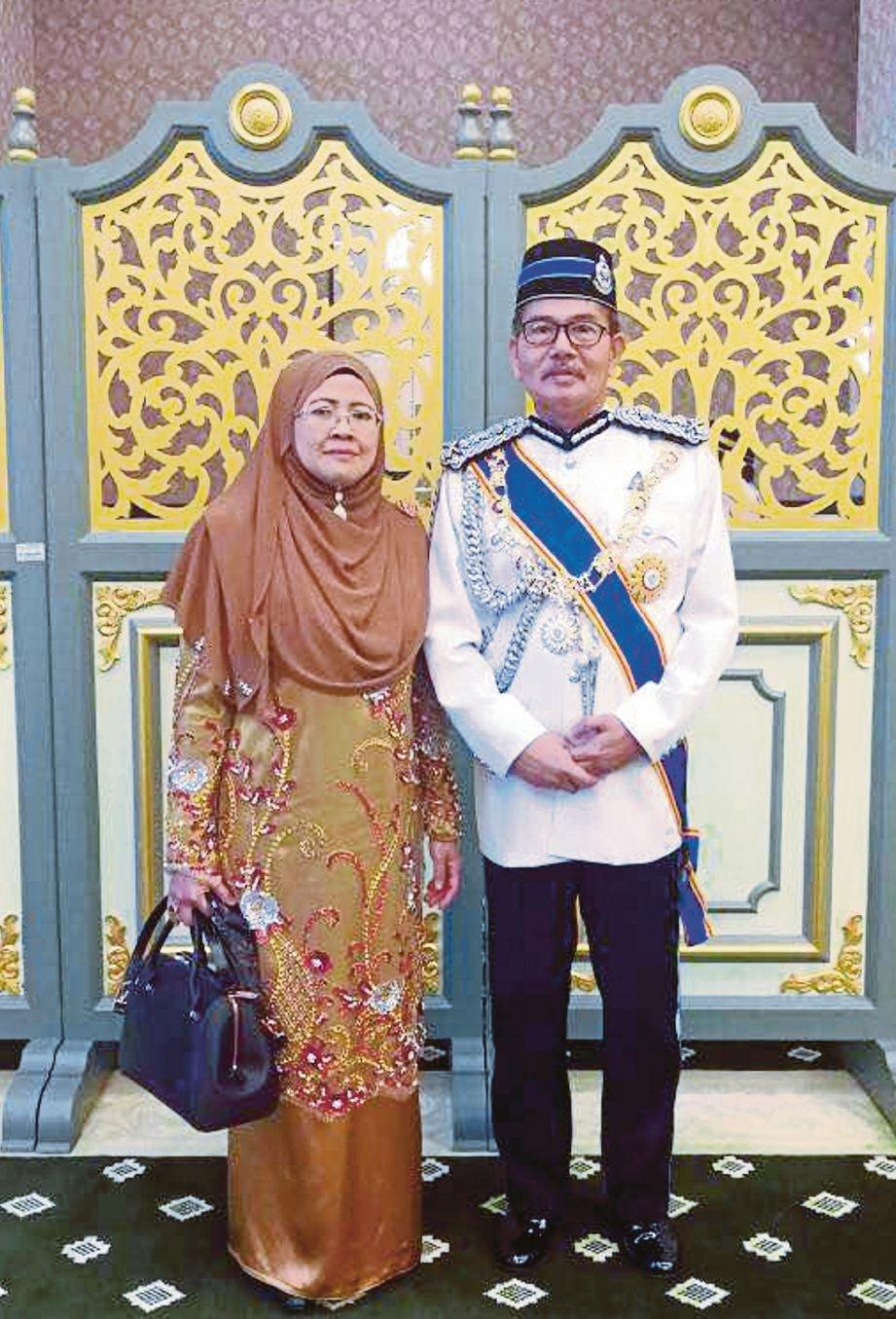 Mazlan menerima  anugerah darjah kebesaran  SMW  yang membawa gelaran Datuk Seri.