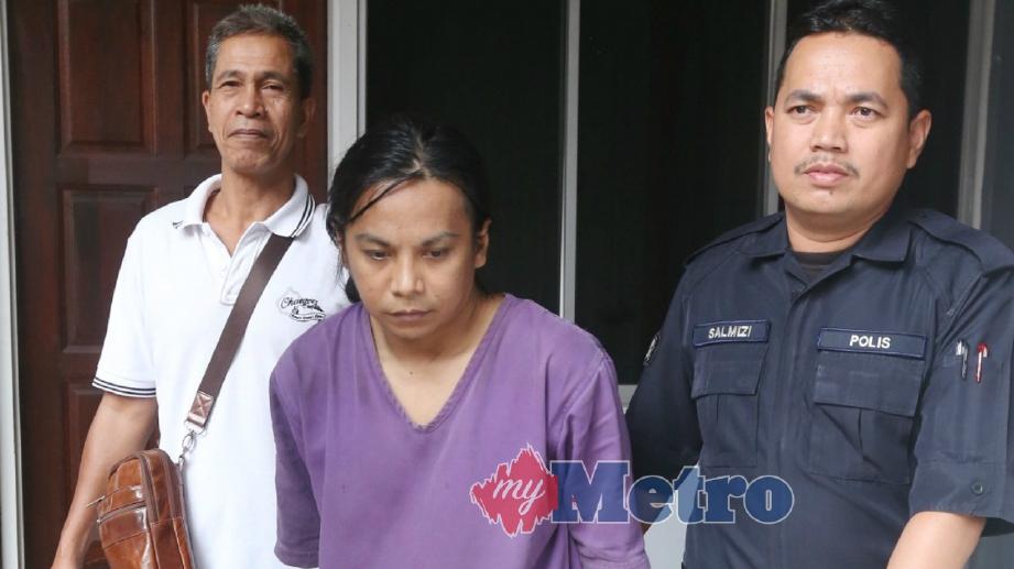 PENGANGGUR, Mehamad Salmi Che Kob, 34, mengaku bersalah di Mahkamah Sesyen atas tuduhan menyebabkan kecederaan parah bapa kandungnya di dapur rumah yang masih dalam pembinaan, di Kampung Kuala Besar pada 05 April lalu. FOTO Zaman Huri Isa