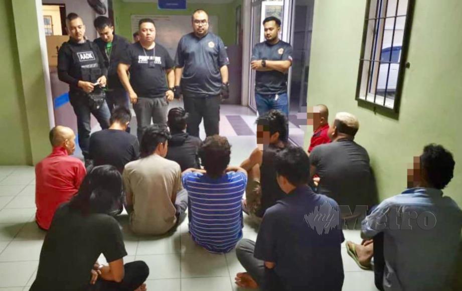 ANTARA individu disyaki penagih ditahan sepasukan Agensi Anti Dadah Kebangsaan (AADK) dalam Operasi Cegah di sekitar Beaufort. FOTO Ihsan AADK