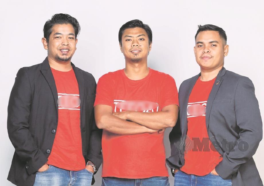 TIGA daripada lima sahabat tekad mengembangkan perniagaan berasaskan makanan.