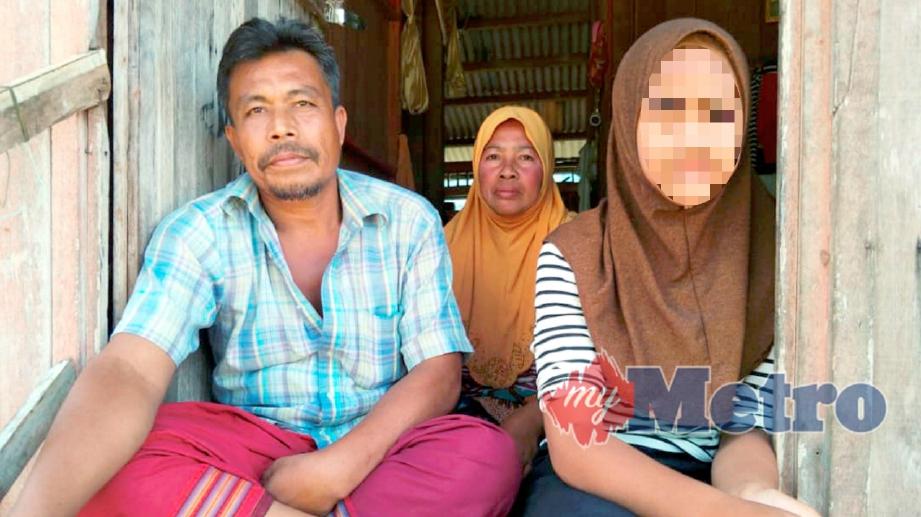 WARGA Thailand, Ayu berusia 11 tahun bersama  ibu bapanya, Aminah Hitam, 47 dan Mat Rashid Romadsa, 49. FOTO Ramli Ibrahim