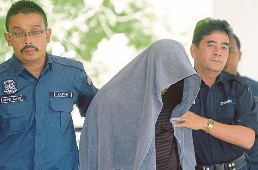 MOHD Shabudin dibawa ke Mahkamah Majistret Gua Musang, semalam.