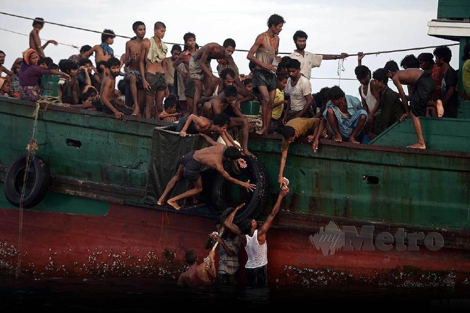 LEBIH 170,000 pelarian melarikan diri dari Myanmar dan Bangladesh menaiki kapal laut melalui sempadan Thailand-Malaysia