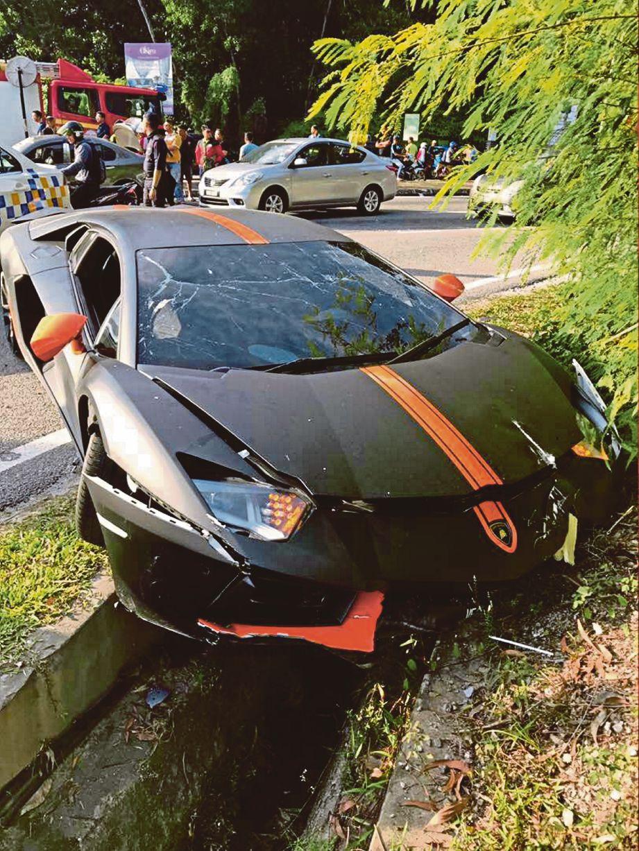 KEADAAN Lamborghini yang terbabas selepas hilang kawalan.