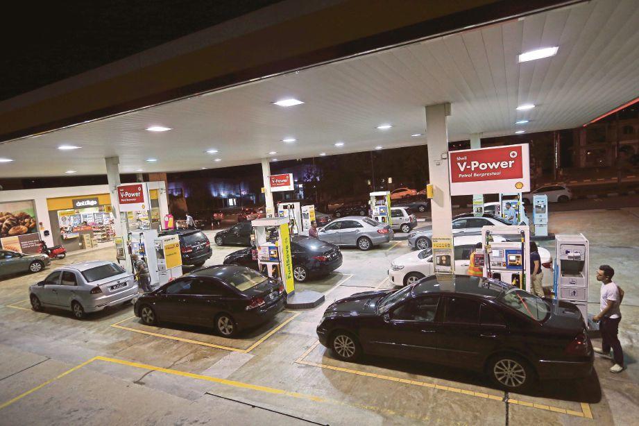 PERUBAHAN harga minyak menyebabkan pengguna terpaksa membayar lebih daripada sebelumnya.