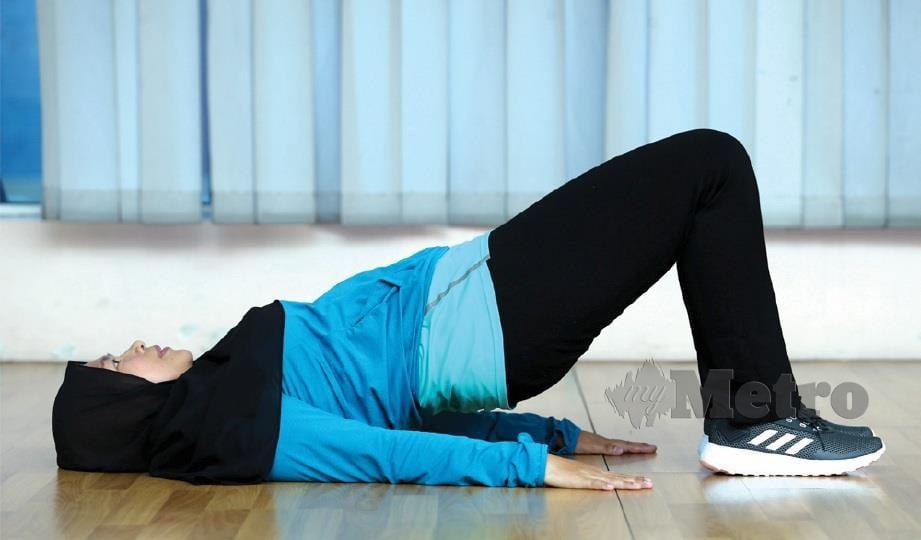 MULAKAN dengan mengukuhkan lantai pelvik secara perlahan-lahan ketika bayi berusia 6 bulan.
