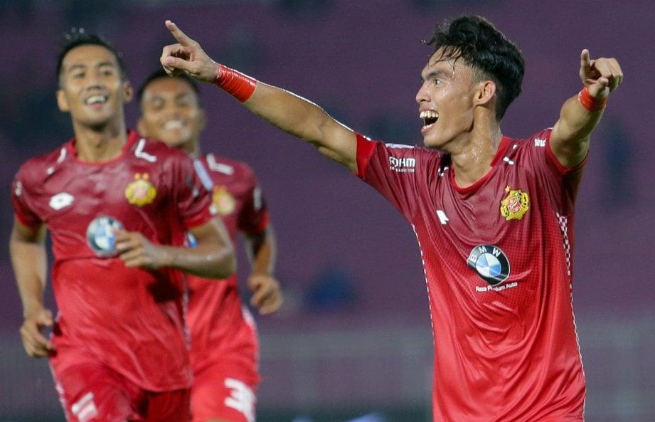 REAKSI Nik Akif Syahiran Nik Mat ketika Kelantan meledak gol ketiga pada aksi Liga Super 2018 di Stadium Sultan Mohd Ke IV. - Foto FATHIL ASRI