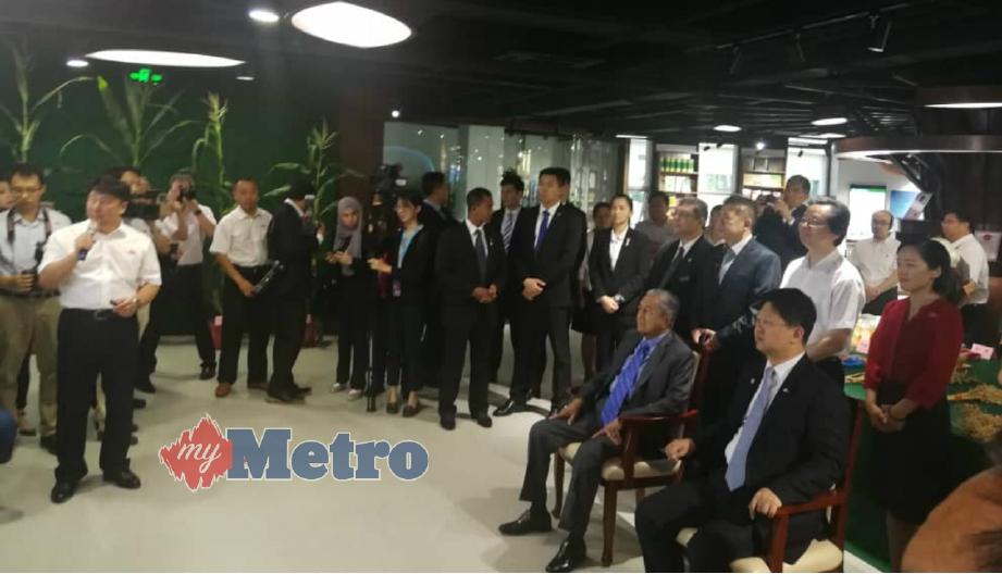 TUN Dr Mahathir Mohamad akhiri lawatan lima harinya ke China. FOTO Saidon Idris