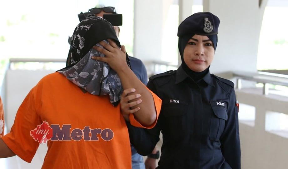 PENGASUH wanita berusia 23 tahun ketika dibawa ke Mahkamah Khas (Reman) Seremban susulan kes bayi, Muhammad Ummar Zayyan Muhammad Haikal Hafiz yang berusia 4 bulan yang dikejarkan ke Hospital Tuanku Jaafar Seremban (HTJS) pada 20 Ogos lalu selepas ditemui tidak sedarkan diri di rumah pengasuhnya. FOTO Iqmal Haqim Rosman
