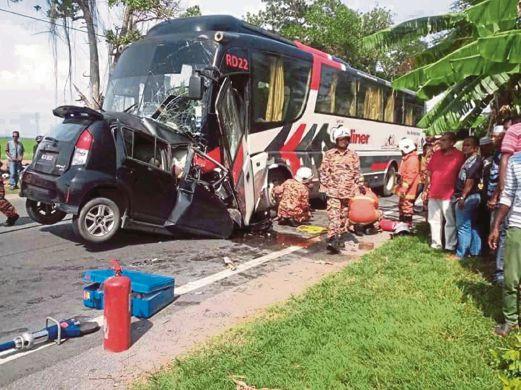 KEADAAN Perodua Myvi dipandu Lee (gambar) setelah berlanggar dengan sebuah bas di Batu 9 Jalan Alor Setar Kangar.