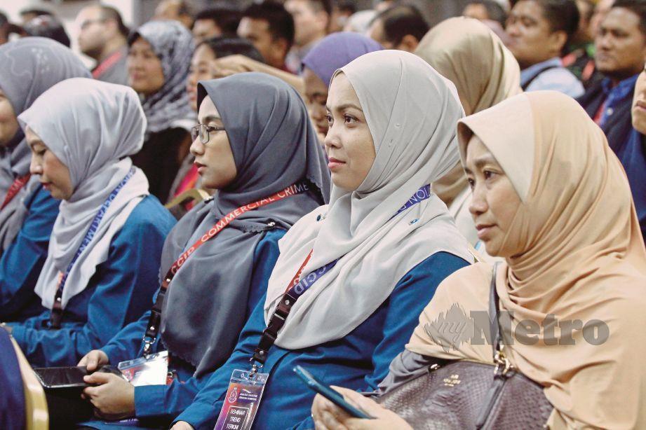 PERSERTA yang mengikuti Seminar Trend Terkini Jenayah Komersial di Ibu Pejabat JSJK, semalam.