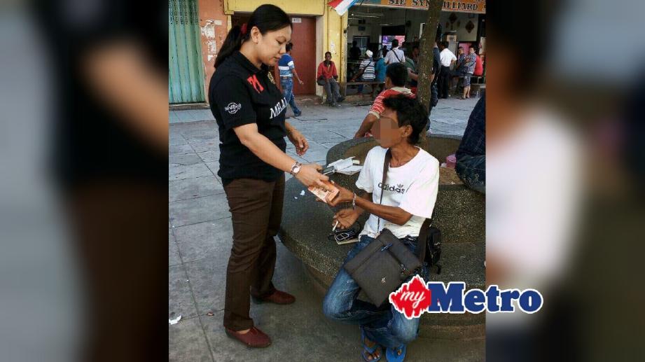 ANTARA suspek yang ditahan kerana didapati menjalankan aktiviti perjudian loteri awam haram di Kota Kinabalu, semalam. FOTO Mohd Ruzaini Zulkepli