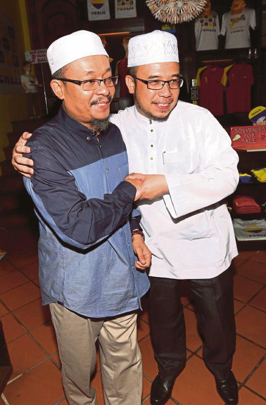 DR Mohd Asri (kanan) dan Ustaz Kazim.
