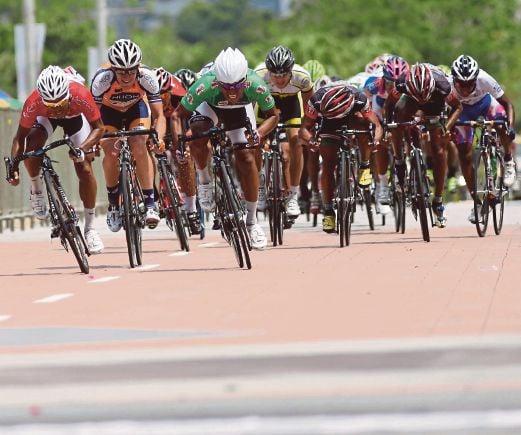 HARRIF (jersi hijau) antara pelumba yang bakal bawa cabaran pasukan tempatan.