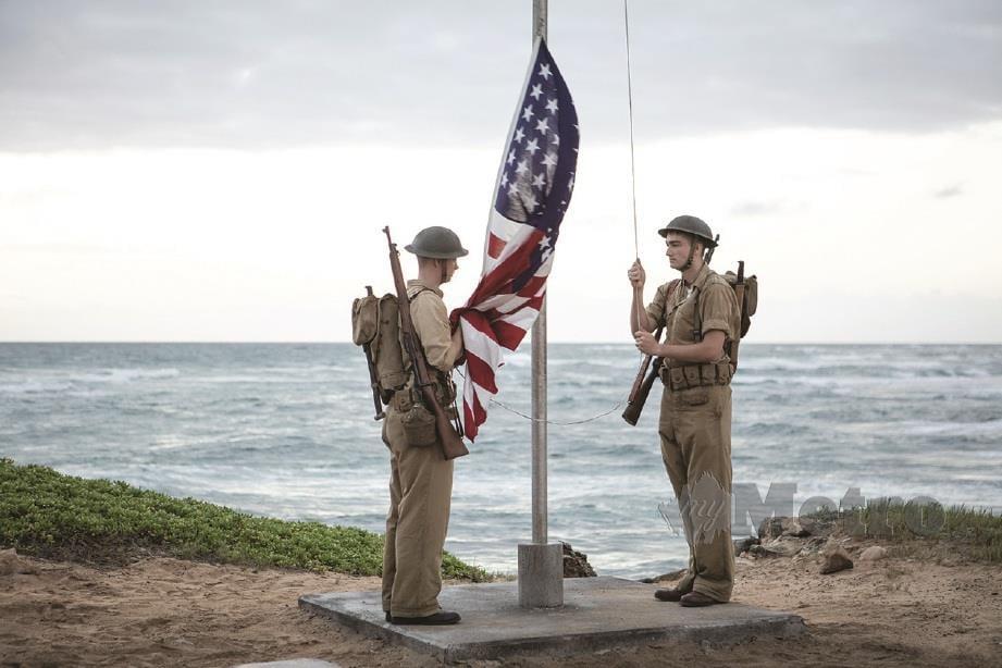 CABARAN besar pengarah ialah wujudkan set dan situasi peperangan di Lautan Pasifik dalam filem Midway.