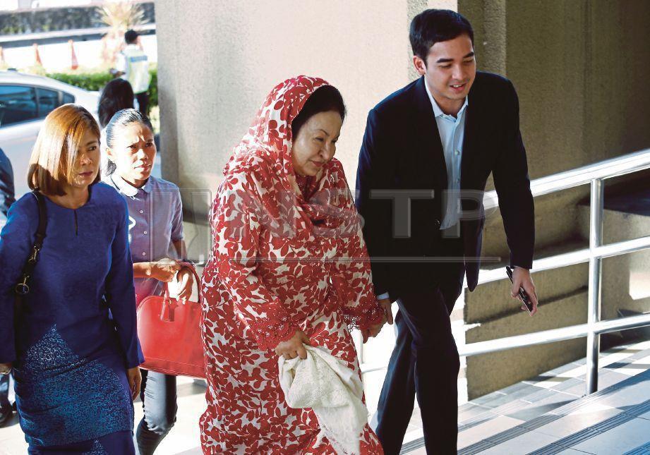 ROSMAH dan Mohd Ashman tiba di Kompleks Mahkamah Kuala Lumpur, semalam.