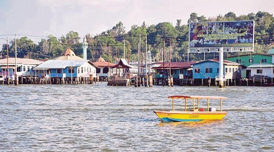 VISUAL pemandangan Kampung Ayer.