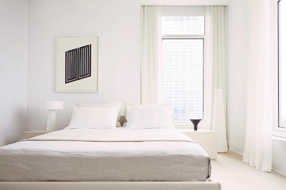 BILIK tidur serba putih wujudkan suasana damai.