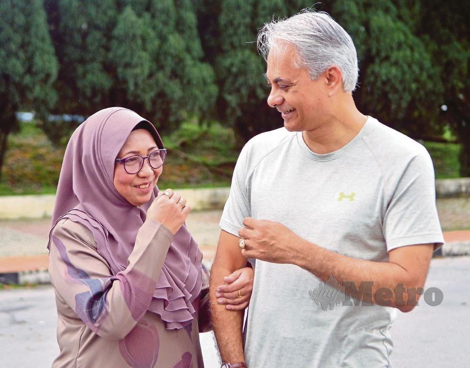 ROHANI menjalani kehidupan lebih gembira bersama suami dan keluarga selepas menerima buah pinggang.