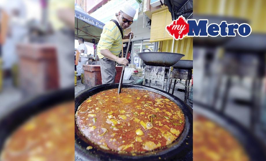 GULAI kawah daging umbut pisang dan gulai kawah kambing kurma yang dijual di gerai Gulai Kawah Pintu Gerbang di bazar Ramadan Medan Gopeng Ipoh. FOTO L Manimaran
