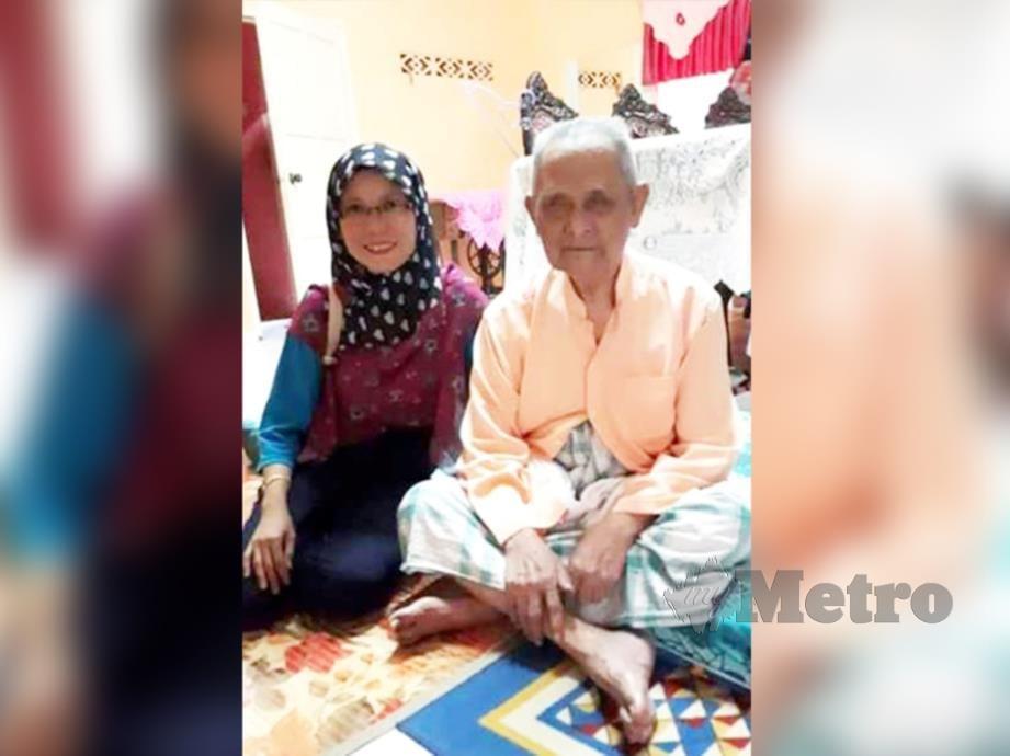 GAMBAR kenangan Othman bersama cucunya, Norazian Md Ali.