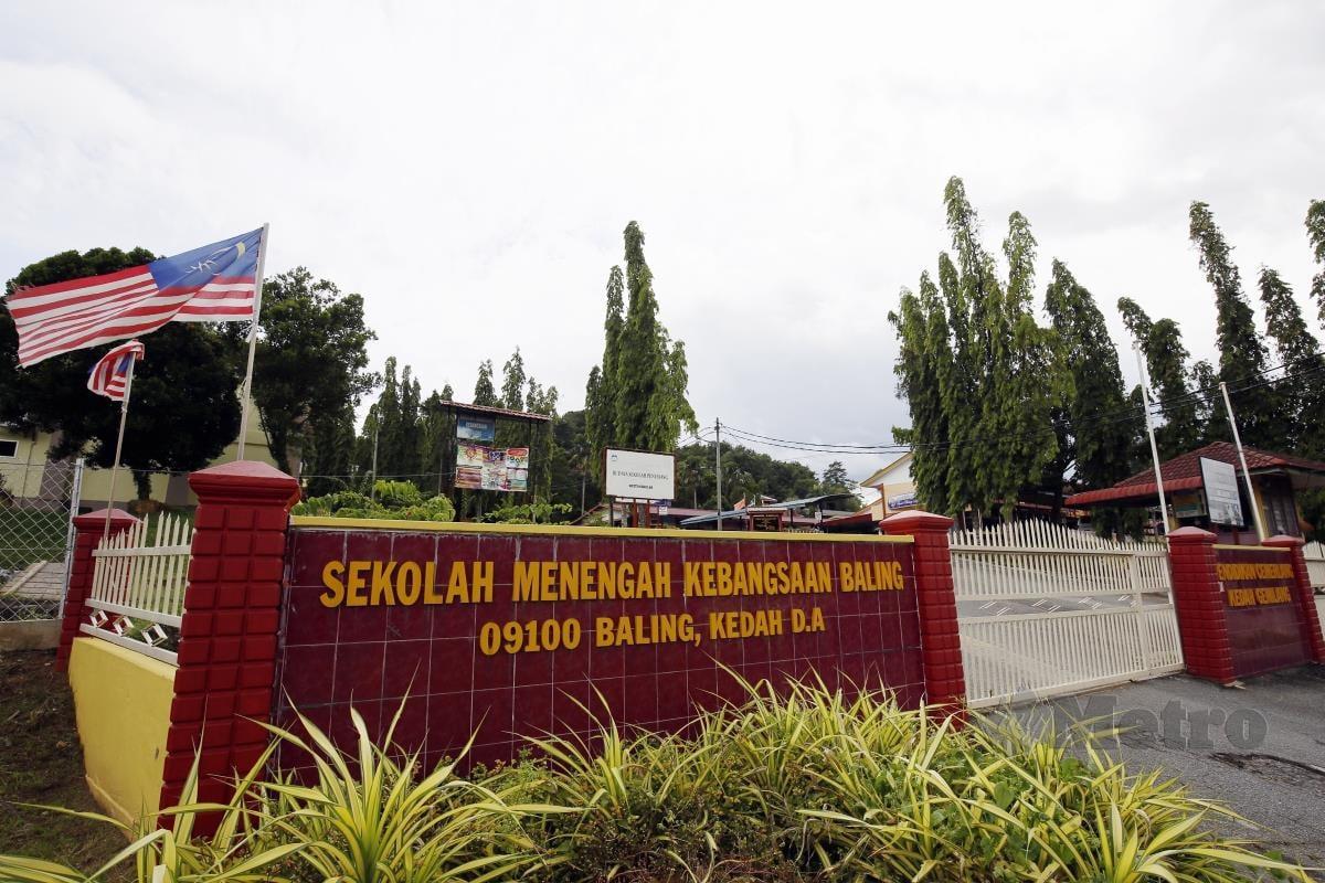 Sekolah Menengah Kebangsaan Baling  diarahkan ditutup oleh Jabatan Pendidikan Negeri Kedah bermula pada hari ini hingga 26 Oktober ini bagi membendung penularan wabak COVID-19. FOTO AMRAN HAMID