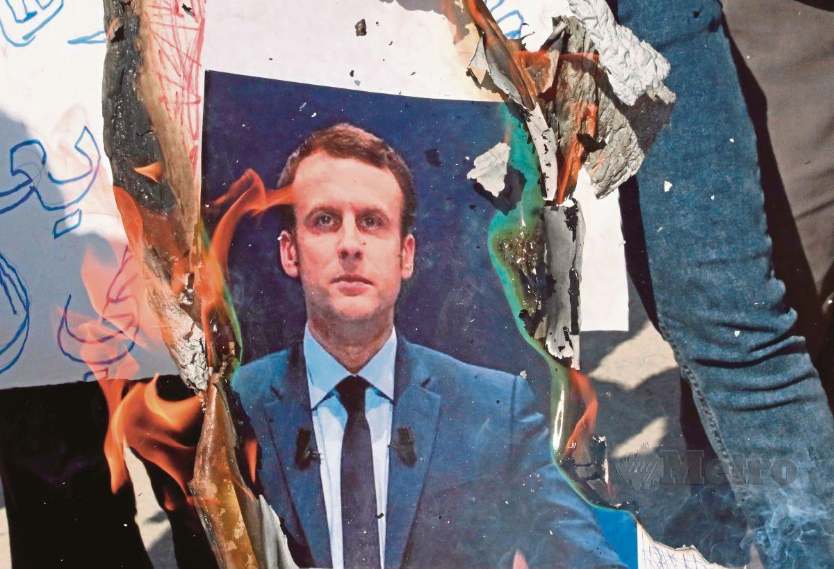 RAKYAT beberapa negara Islam berhimpun sebagai tanda protes terhadap Presiden Perancis, Emmanuel Macron yang disifat menghina Islam dan Nabi Muhammad SAW. FOTO AF[