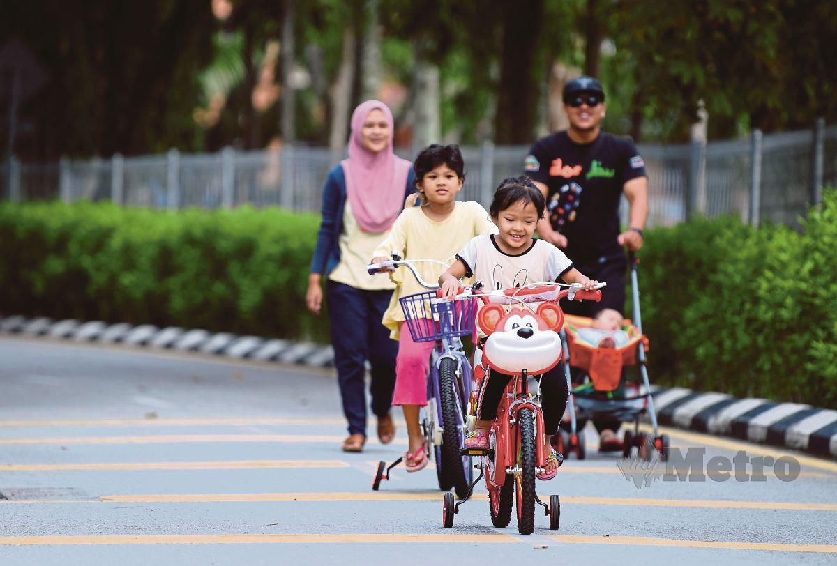 PENDEDAHAN kepada persekitaran sihat memupuk kesihatan fizikal dan mental kanak-kanak.