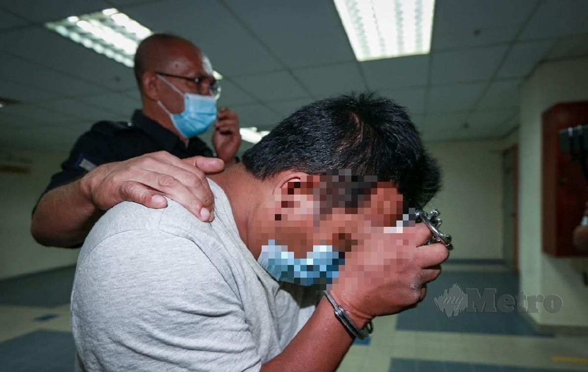 Suspek Ahli perniagaan di bawa ke Mahkamah Sesyen Ampang mengaku tidak bersalah atas 41 pertuduhan merogol, amang seksual dan persetubuhan luar tabiie terhadap anak kandungnya di. FOTO ASWADI ALIAS